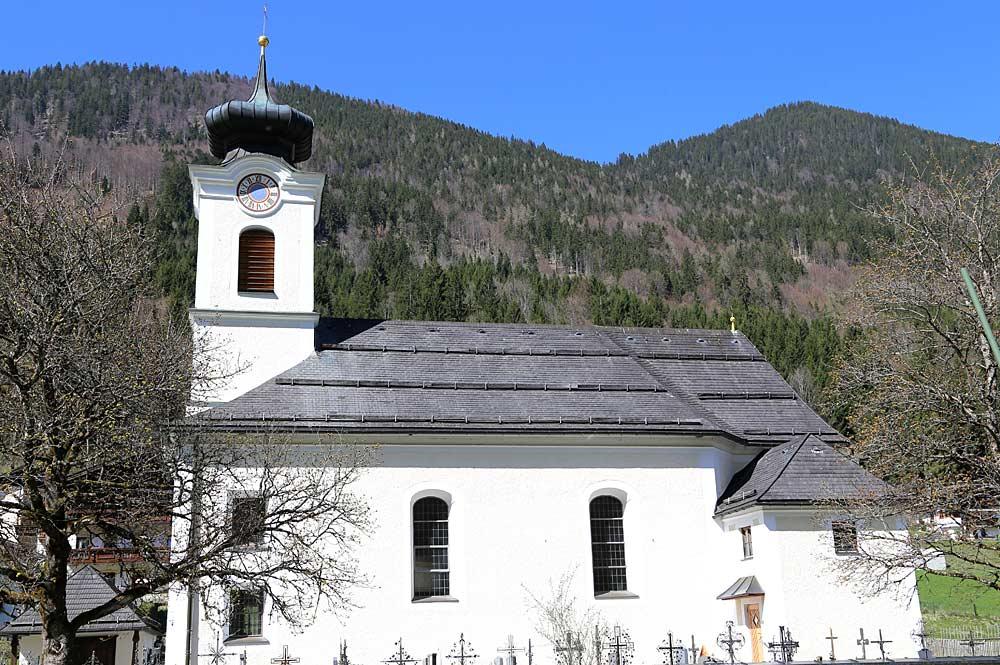 Friedhof und katholische Pfarrkirche Mariahilf in Landl
