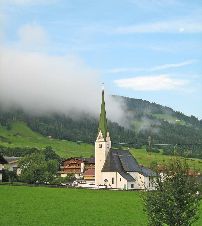 Pfarrkirche St. Sixtus in Niederau