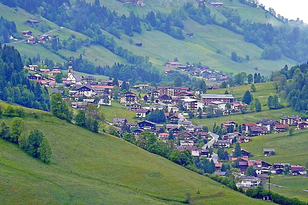 Blick auf die Gemeinde Oberau in der Wildschönau
