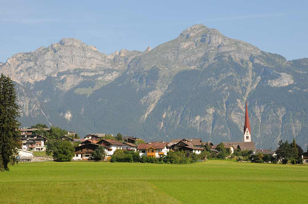 Blick auf die Gemeinde Schlitters im Zillertal