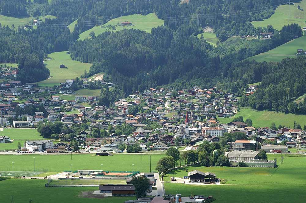 Blick auf die Gemeinde Fügen im Zillertal