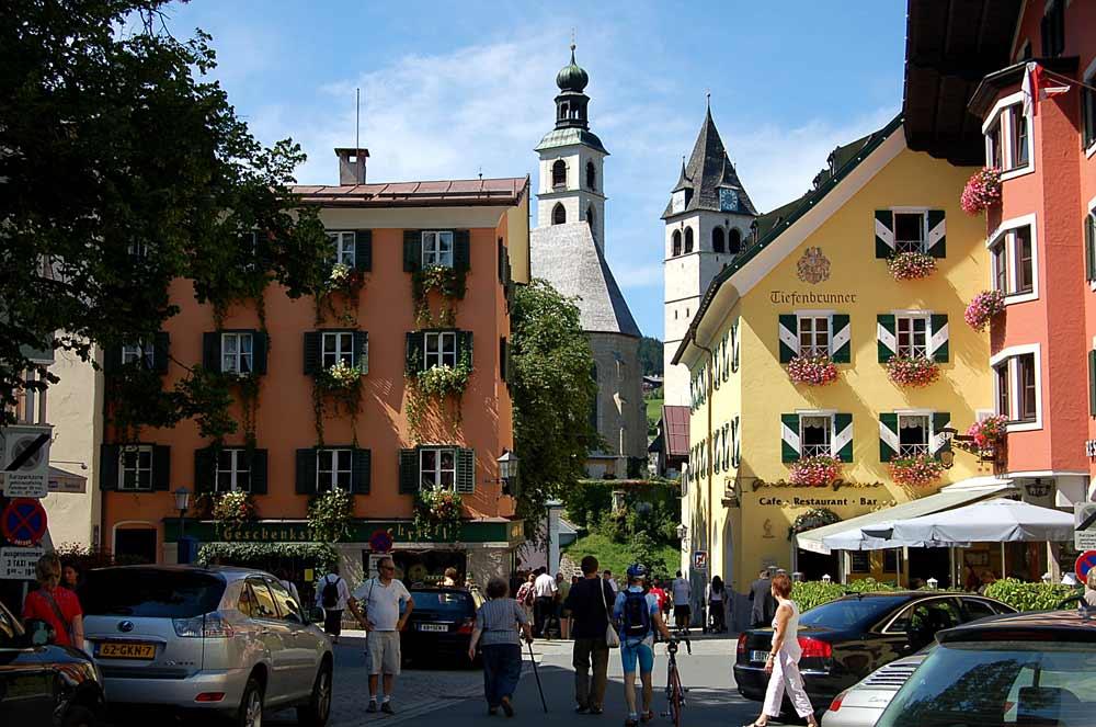 Kitzbühels Innenstadt mit der Liebfrauenkirche und der Pfarrkirche zum Heiligen Andreas