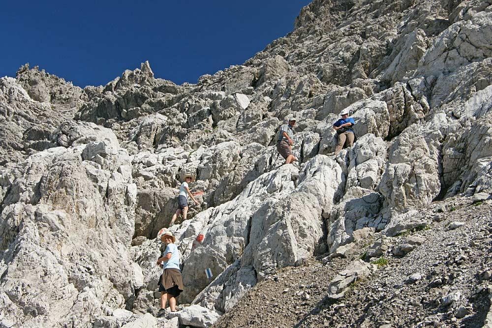 Kletterer auf dem Zustieg in die Südwand der Braunarlspitze