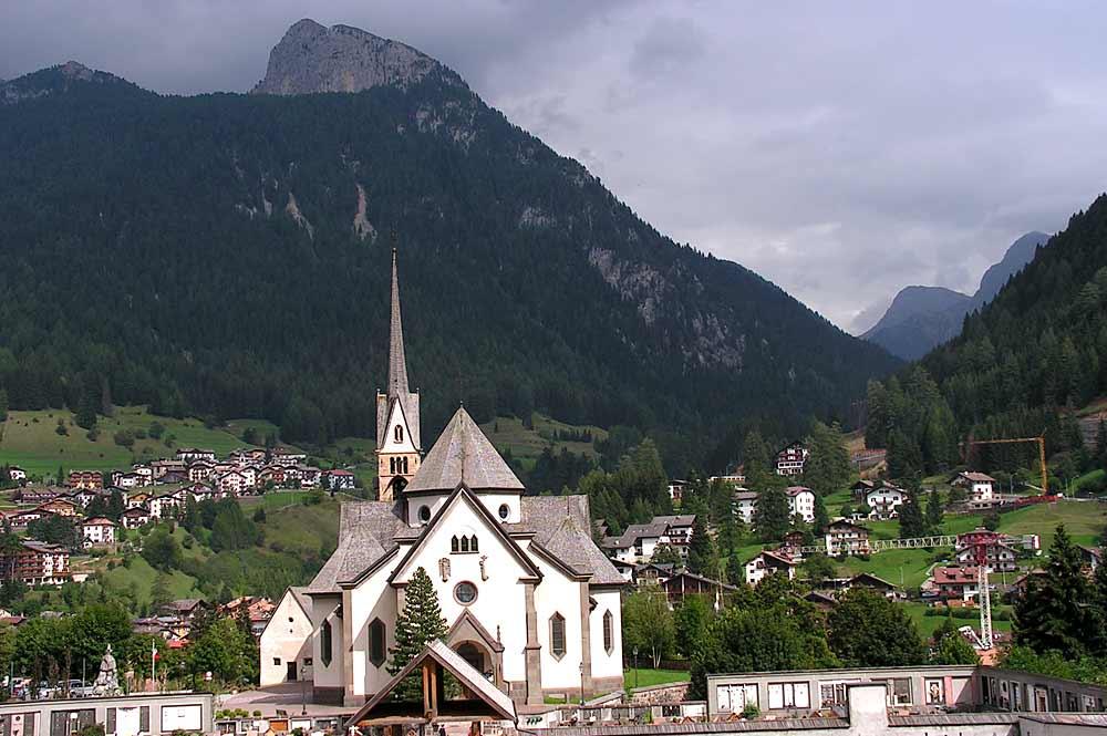 Die Pfarrkirche San Vigilio in Moena