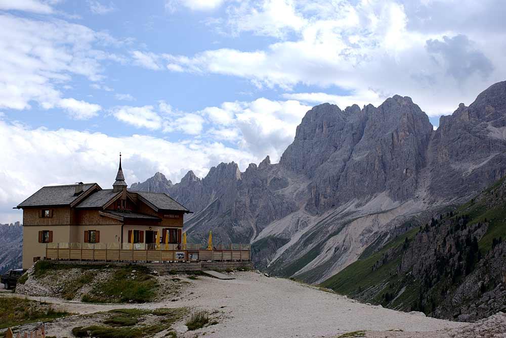 Die Hütte Rifugio Gardecia am Passo di Antermoia bei Pozza di Fassa
