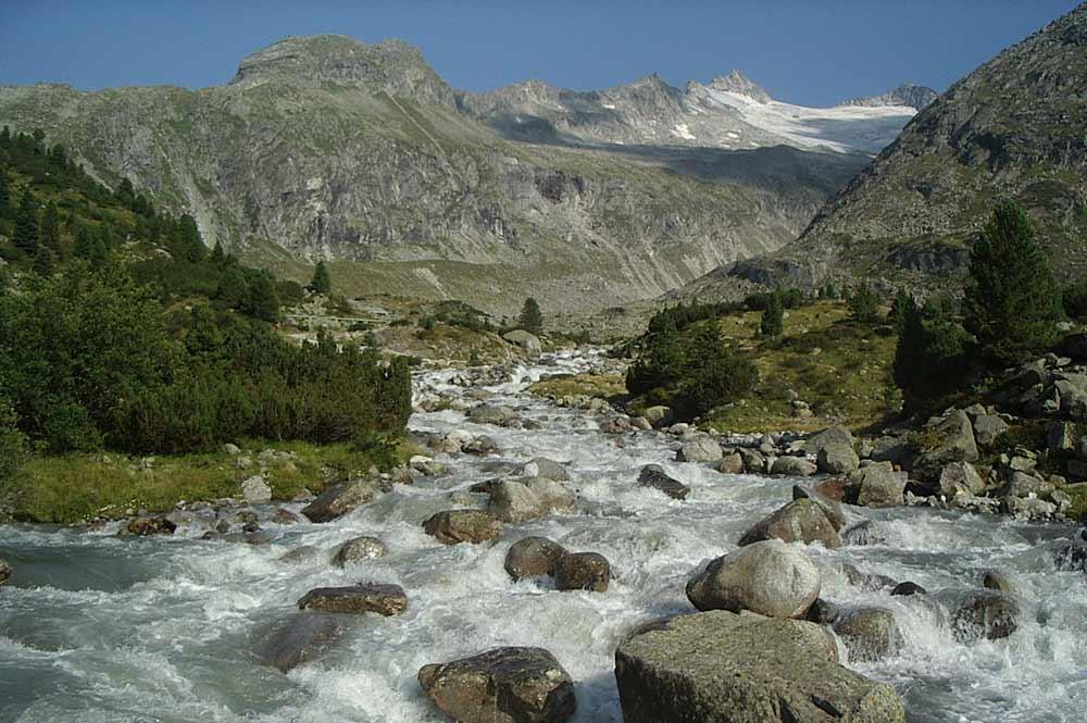Blick auf den wilden Zemmbach in der Zemmschlucht bei Finkenberg