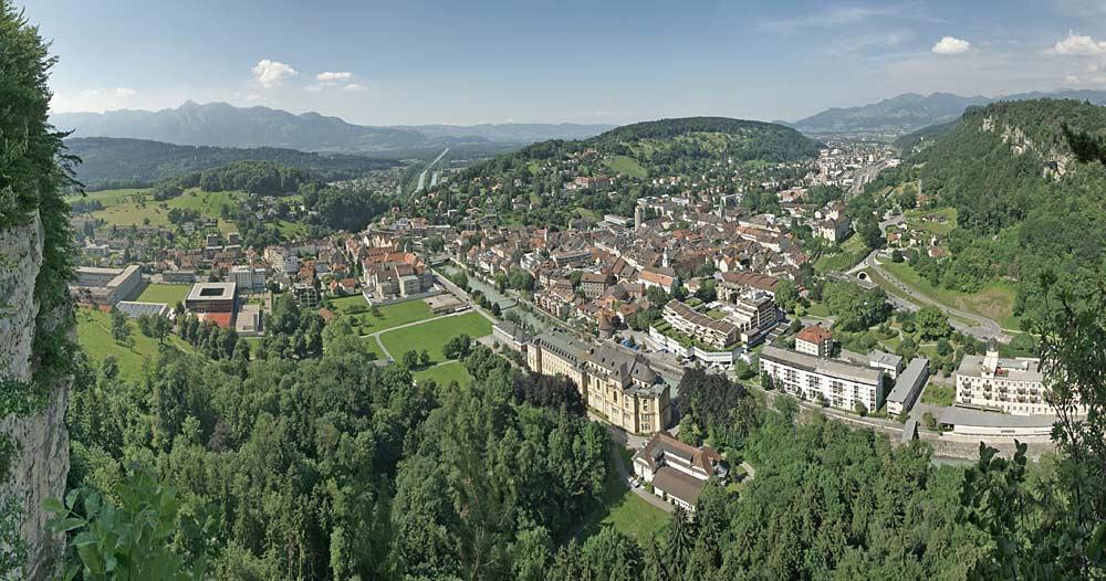 Panoramaaufnahme von Feldkirch vom Stadtschrofen in Frastanz aus