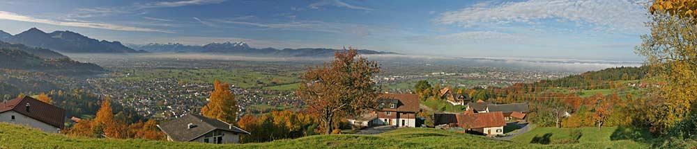 Panorama von Bildstein mit dem Rheintal und dem Bodensee