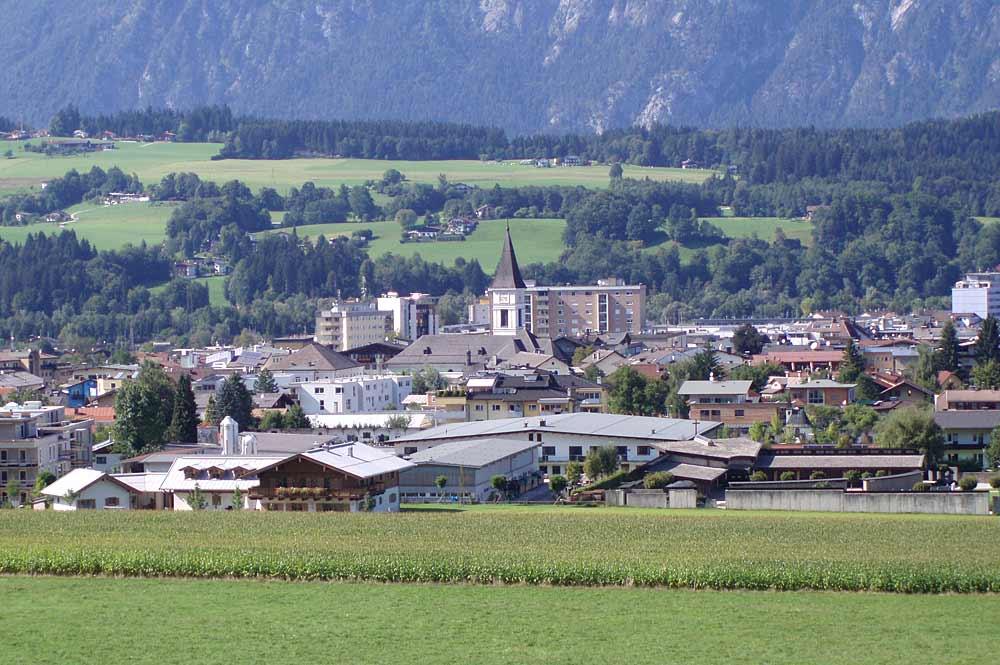 Ein Blick auf Wörgls Stadtzentrum von Süden aus gesehen