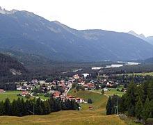 Luftaufnahme des Orts Stanzach im Lechtal