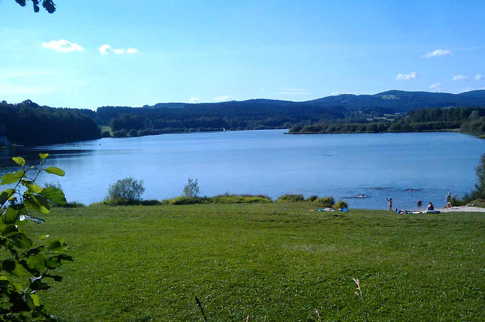 Blick auf die südliche Badestelle des Silbersees bei Treffelstein