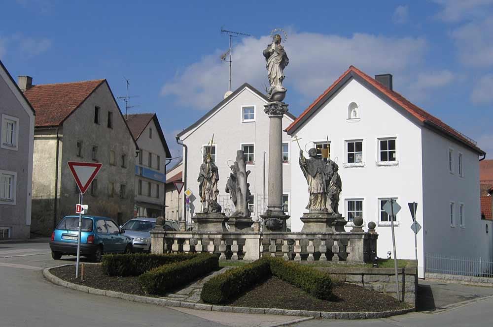 Die Mariensäule auf dem Marktplatz von Stamsried