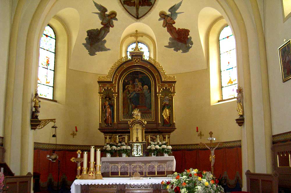 Der Altar der Kirche St. Johann Baptist in Schönthal-Hiltersried