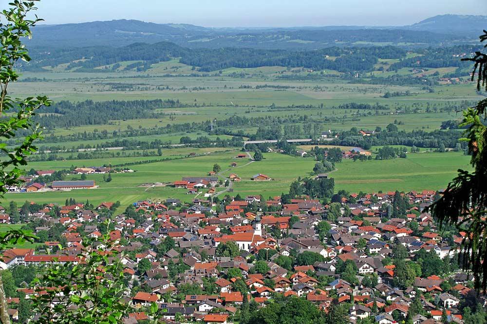 Blick vom Burgstall Schaumburg auf Ohlstadt