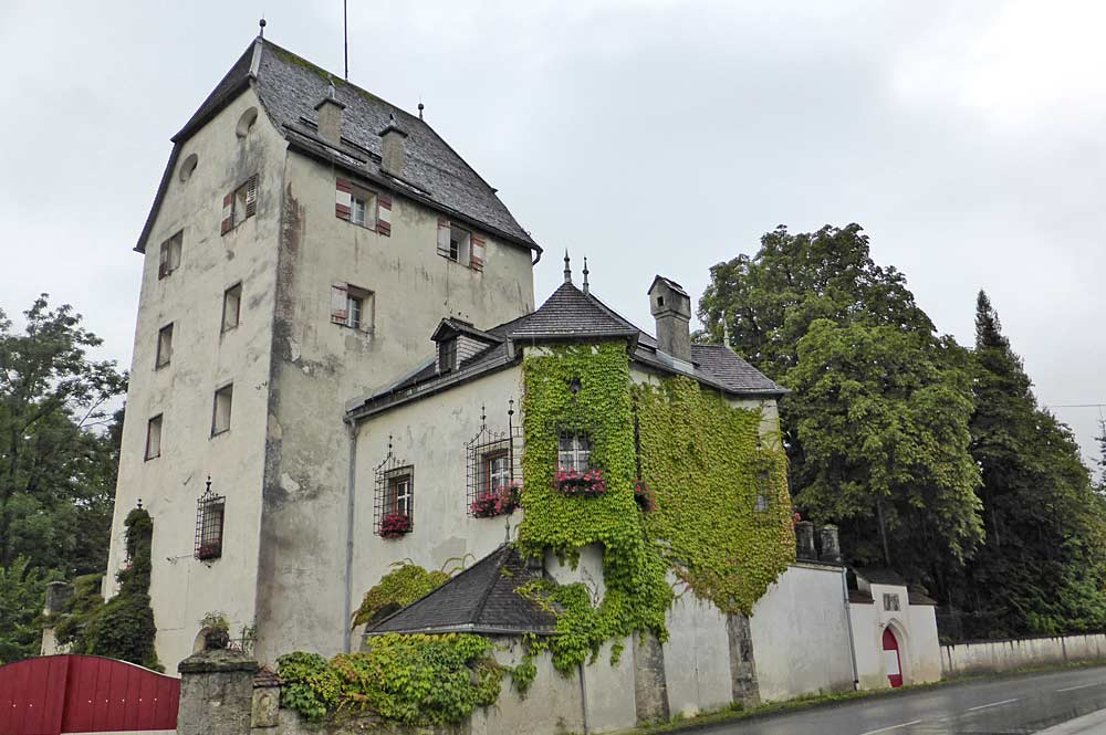 Fassade von Schloss Schönwörth in Langkampfen