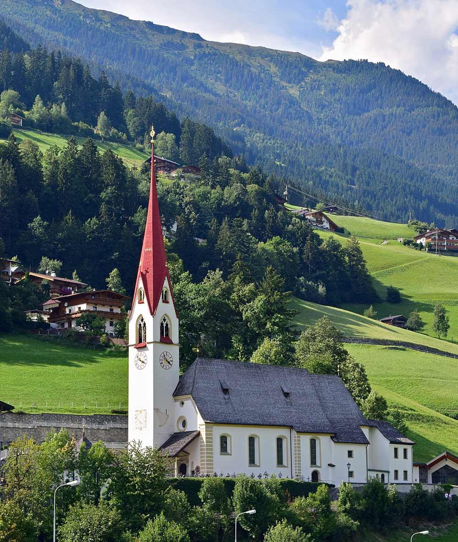 Katholische Pfarrkirche St. Ingenuin und Albuin in Hippach