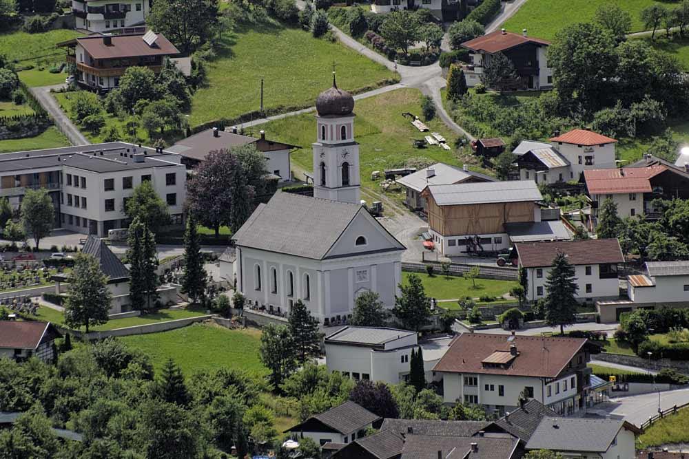 Blick auf die neue Pfarrkirche Mariä Heimsuchung in Sautens