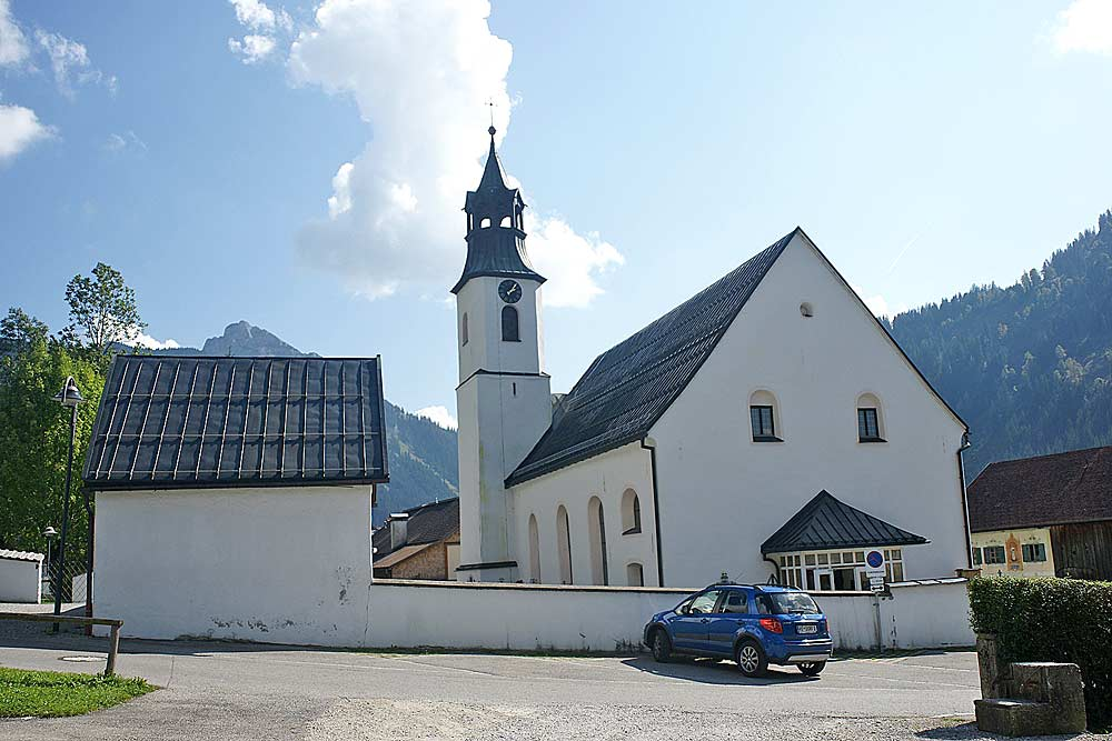 Kath. Pfarrkirche Unsere Liebe Frau Mariä Himmelfahrt in Nesselwängle