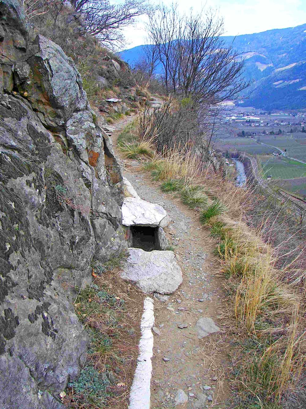 Der Stabener Waalweg bei Kastelbell im Vinschgau