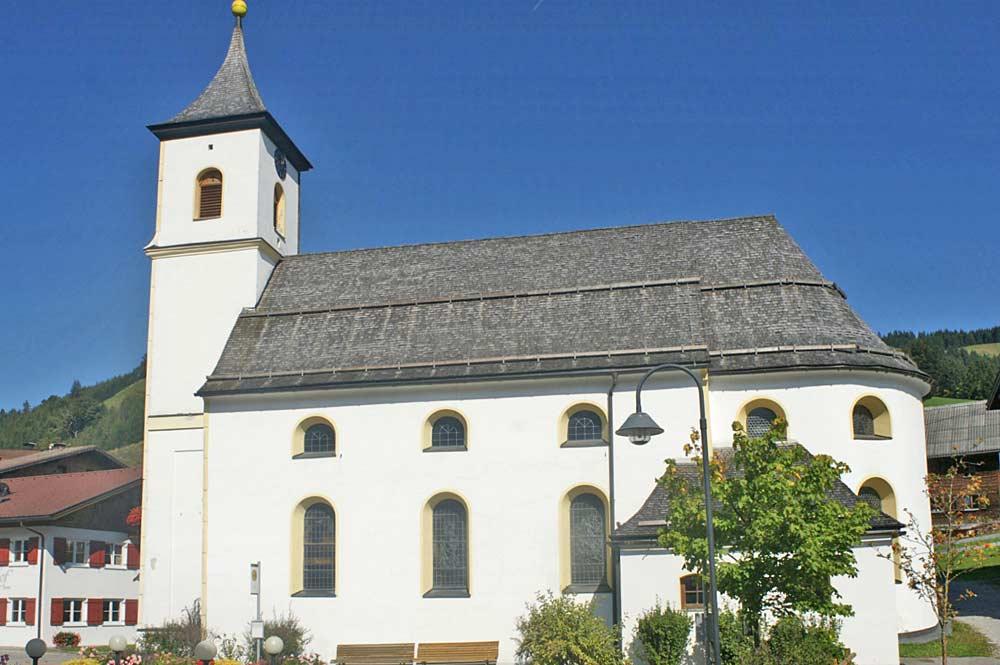 Blick auf die Expositurkirche Hl. Josef in Zöblen