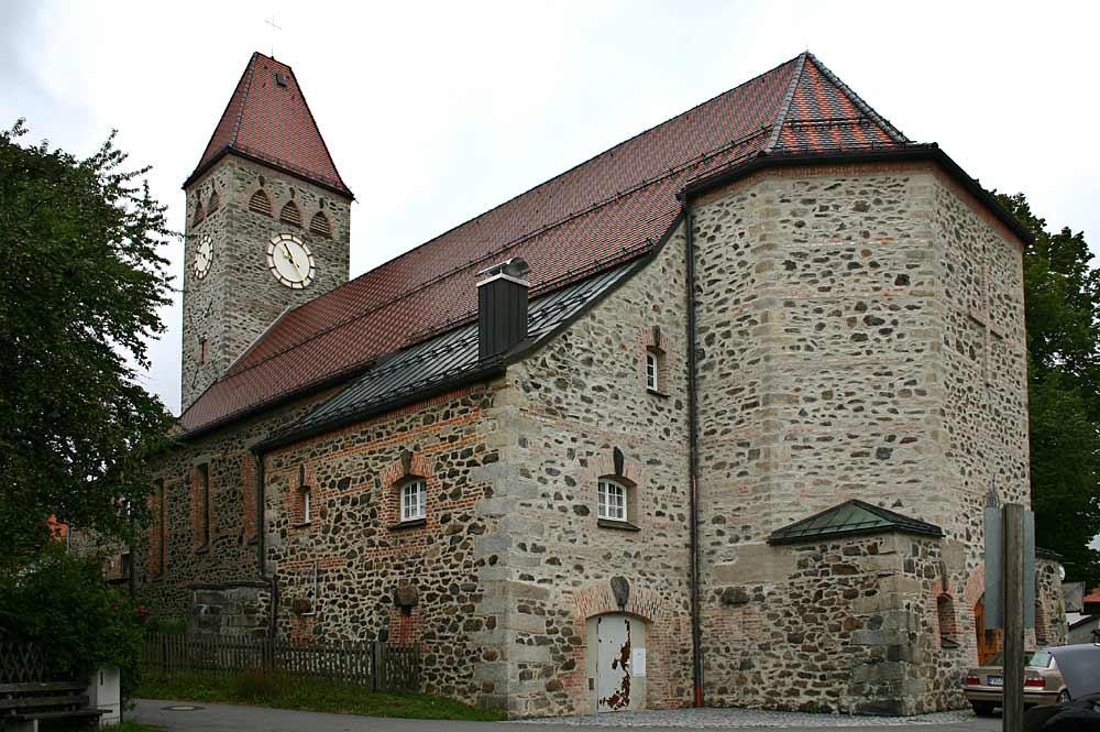 Blick auf die Pfarrkirche Klingenbrunn in Spiegelau