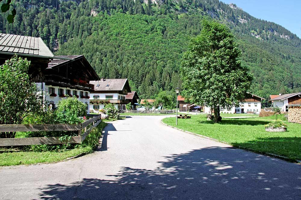 Historischer Ortskern des Ortsteils Graswang in Ettal