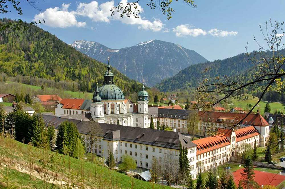 Luftaufnahme der Klosteranlage Kloster Ettal