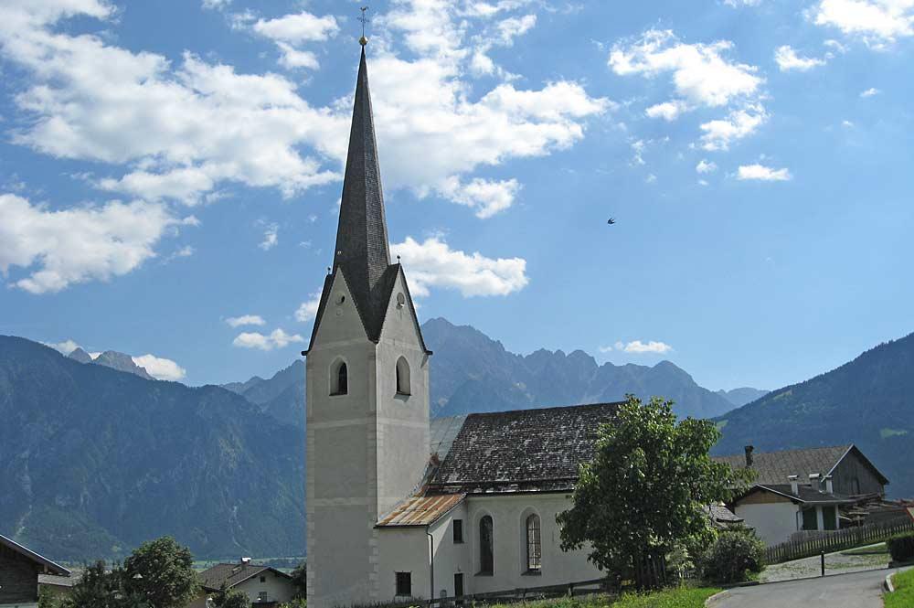 Blick auf die kath. Pfarrkirche St. Nikolaus in Thurn