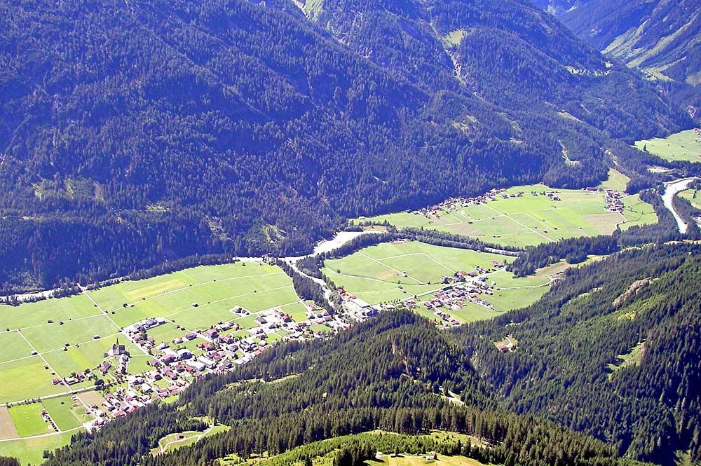 Blick von der Rotwand auf Elbigenalp