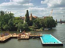 Berliner badeschiff