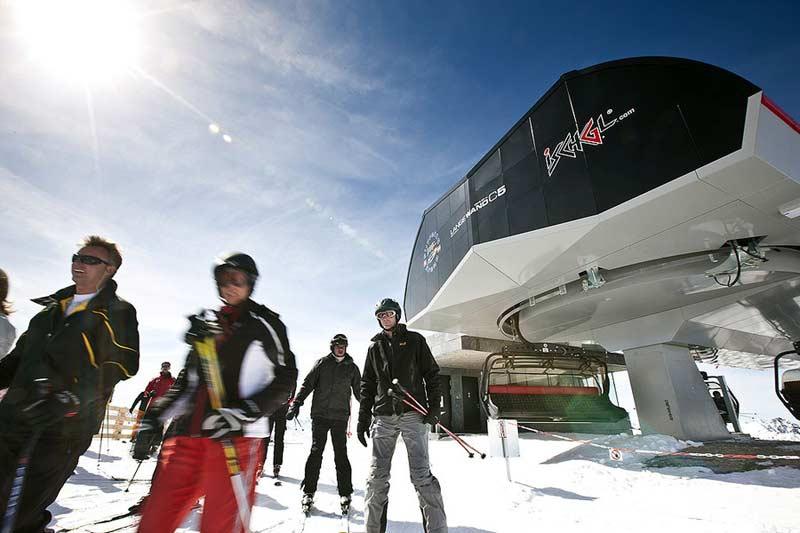 Skifahrer im Skigebiet Ischgl Samnaun