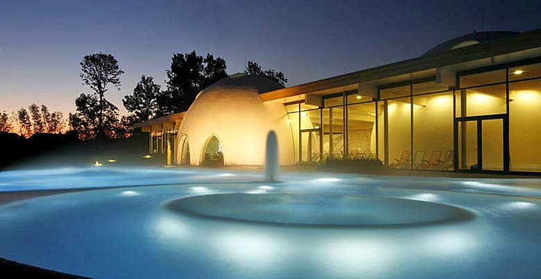 Außenansicht Therme Bad Aibling