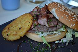 Kartoffel-Bacon-Burger im Restaurant der Gipfelwelt 3000