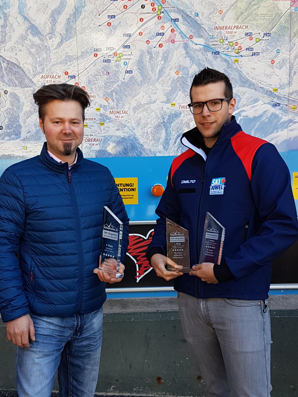 Preisübergabe an Stefan Leitner vom SkiJuwel Alpbachtal Wildschönau