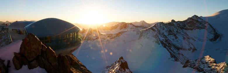 Sonnenaufgang bei der Wildspitzbahn