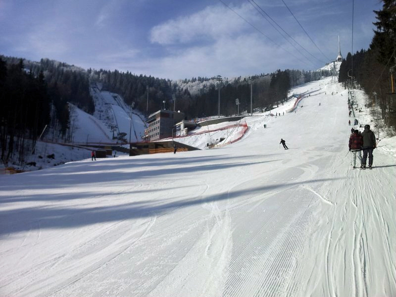 Pisten-Panorama im Ski Areal Jested