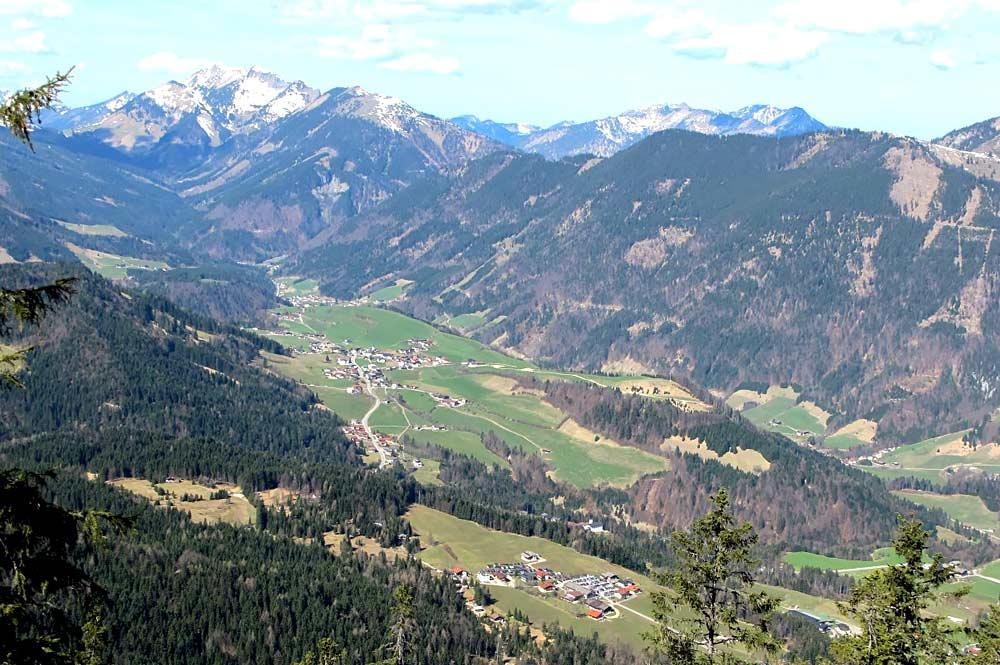 Luftaufnahme des Thierseetals mit den Brandenberger Alpen