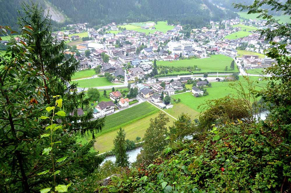 Blick auf Mayrhofen vom Leonhard-Stock-Weg aus zwischen Mayrhofen und Finkenberg