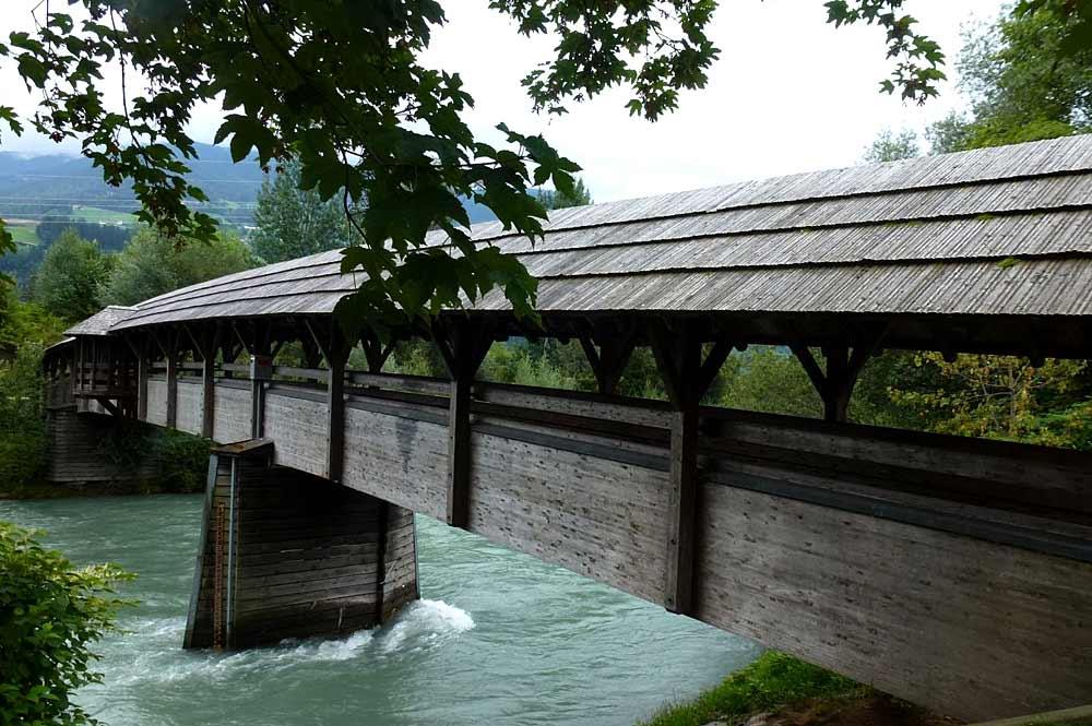 Holzbrücke über den Ziller bei Kaltenbach
