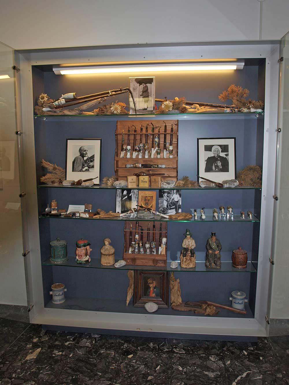 Schaukasten im Tabakmuseum Frastanz