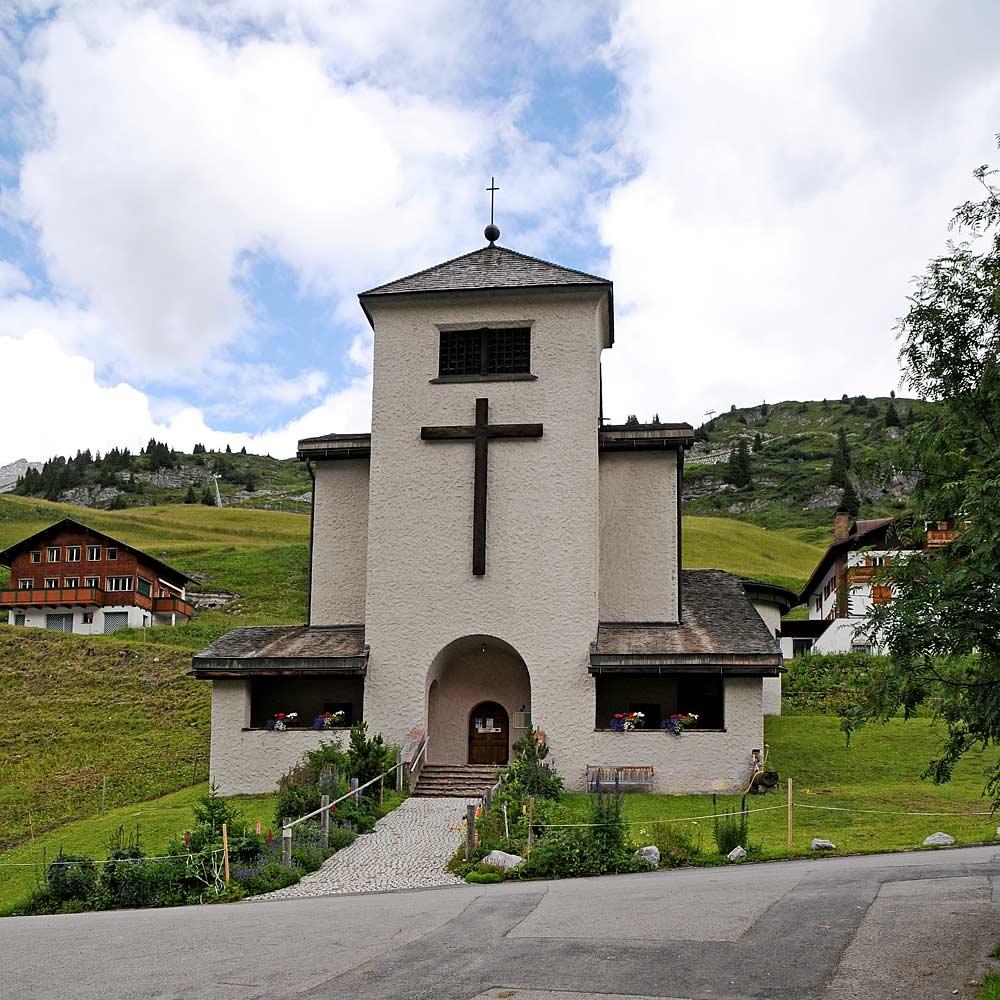 Die Kirche Christkönig in Zürs am Arlberg