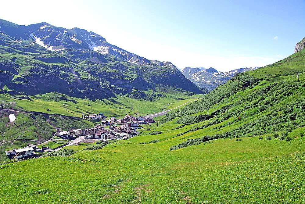 Blick auf den Zürs am Arlberg und den Trittkopf