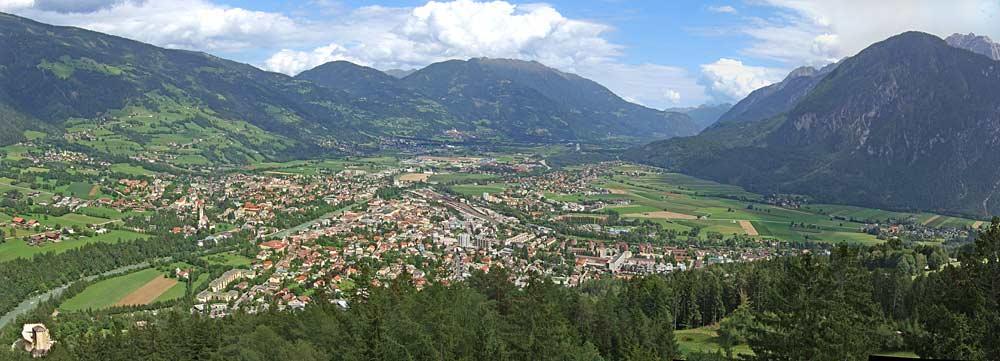 Aussicht vom Schlossberg auf die Stadt Lienz