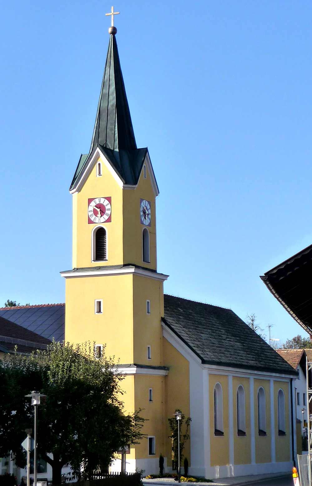 Blick auf den Kirchturm der Pfarrkirche Mariä Verkündigung in Zandt