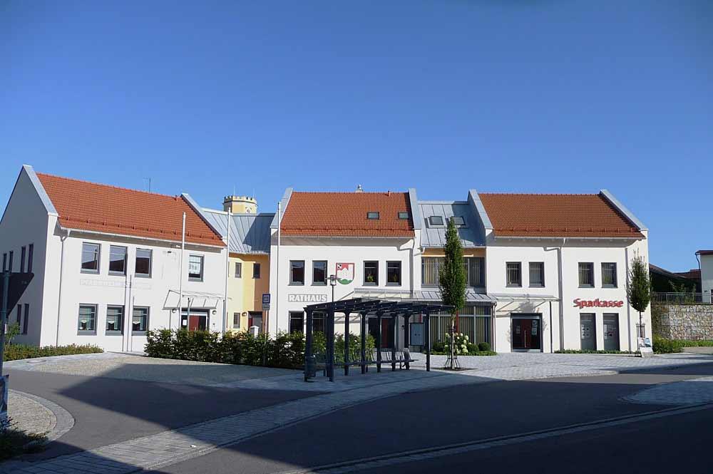 Rathaus und Rathausplatz von Zandt