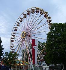Blick auf Riesenrad auf dem Maientag