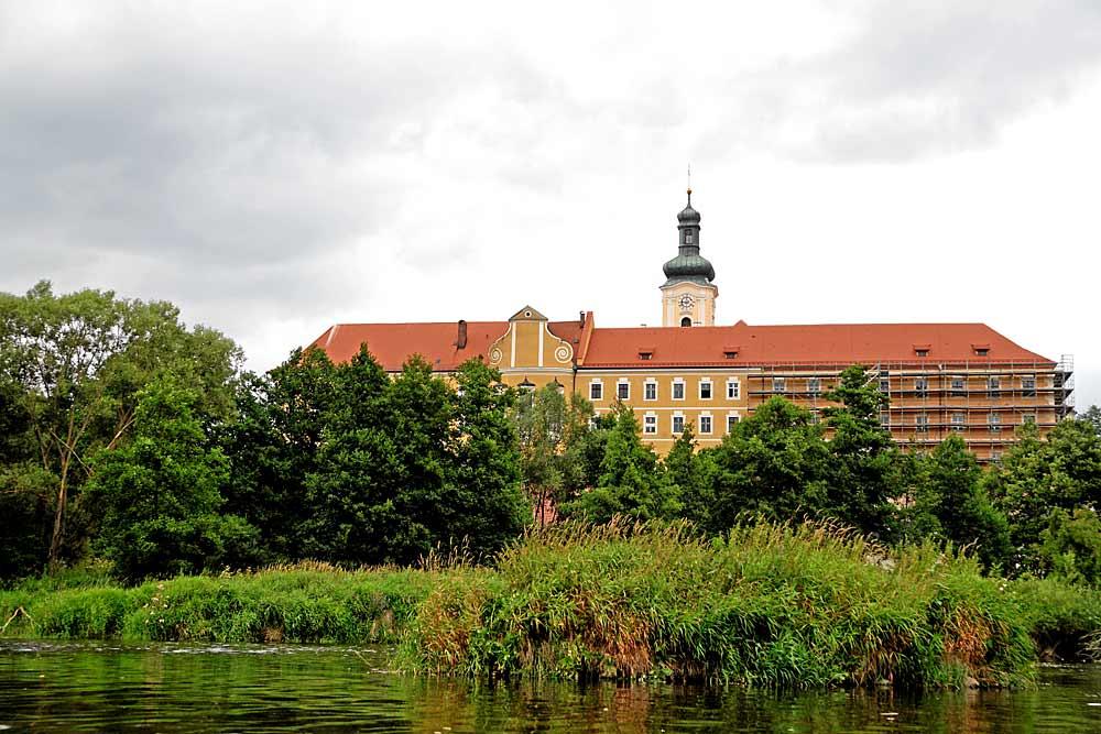 Blick auf das Kloster Walderbach