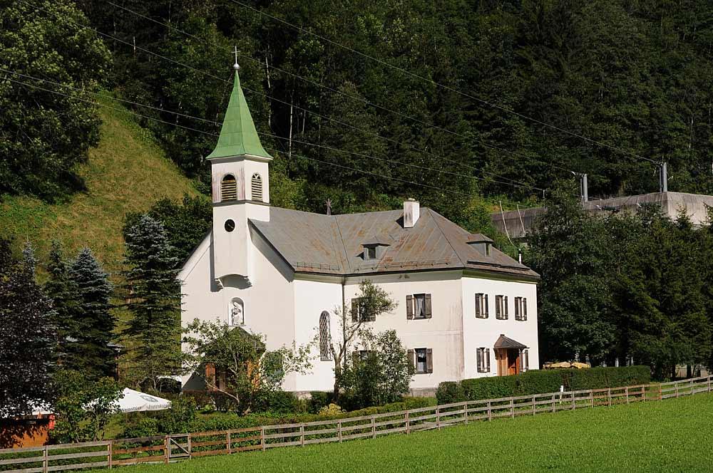 Blick auf die Ortskapelle Maria Schnee in Häusling, einem Ortsteil von Brandberg