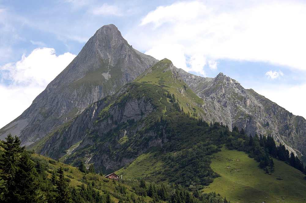 Blick auf den Brandberger Kolm und das Kolmhaus bei Brandberg in den Zillertaler Alpen