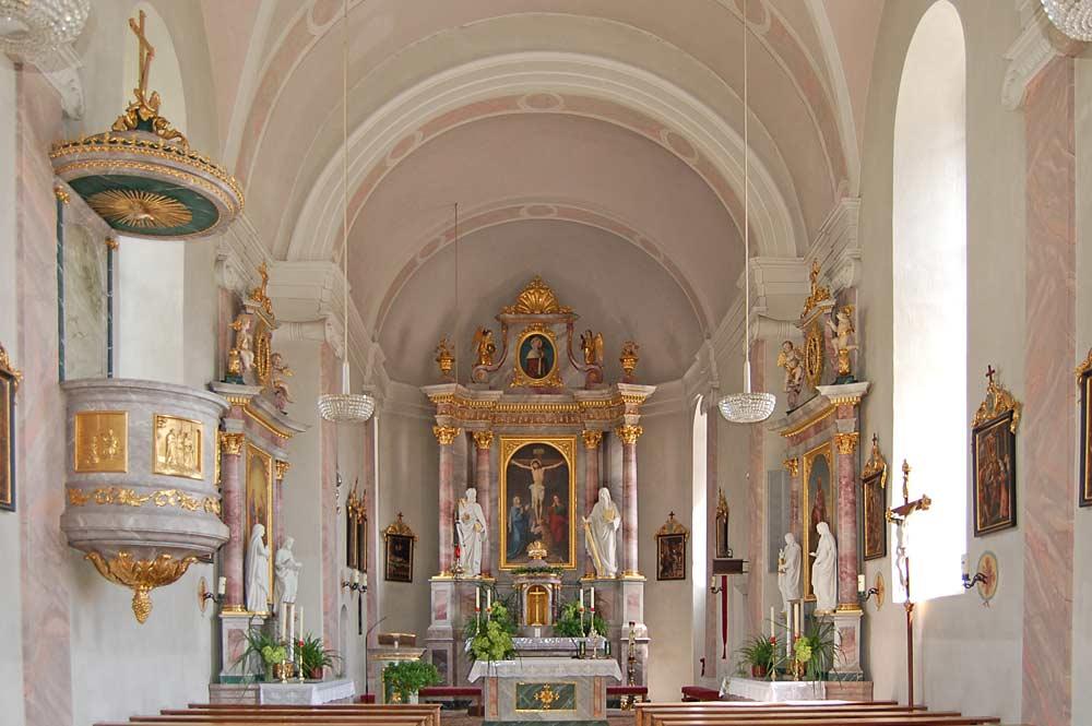 Innenraum der Pfarrkirche St. Helena in Nußdorf